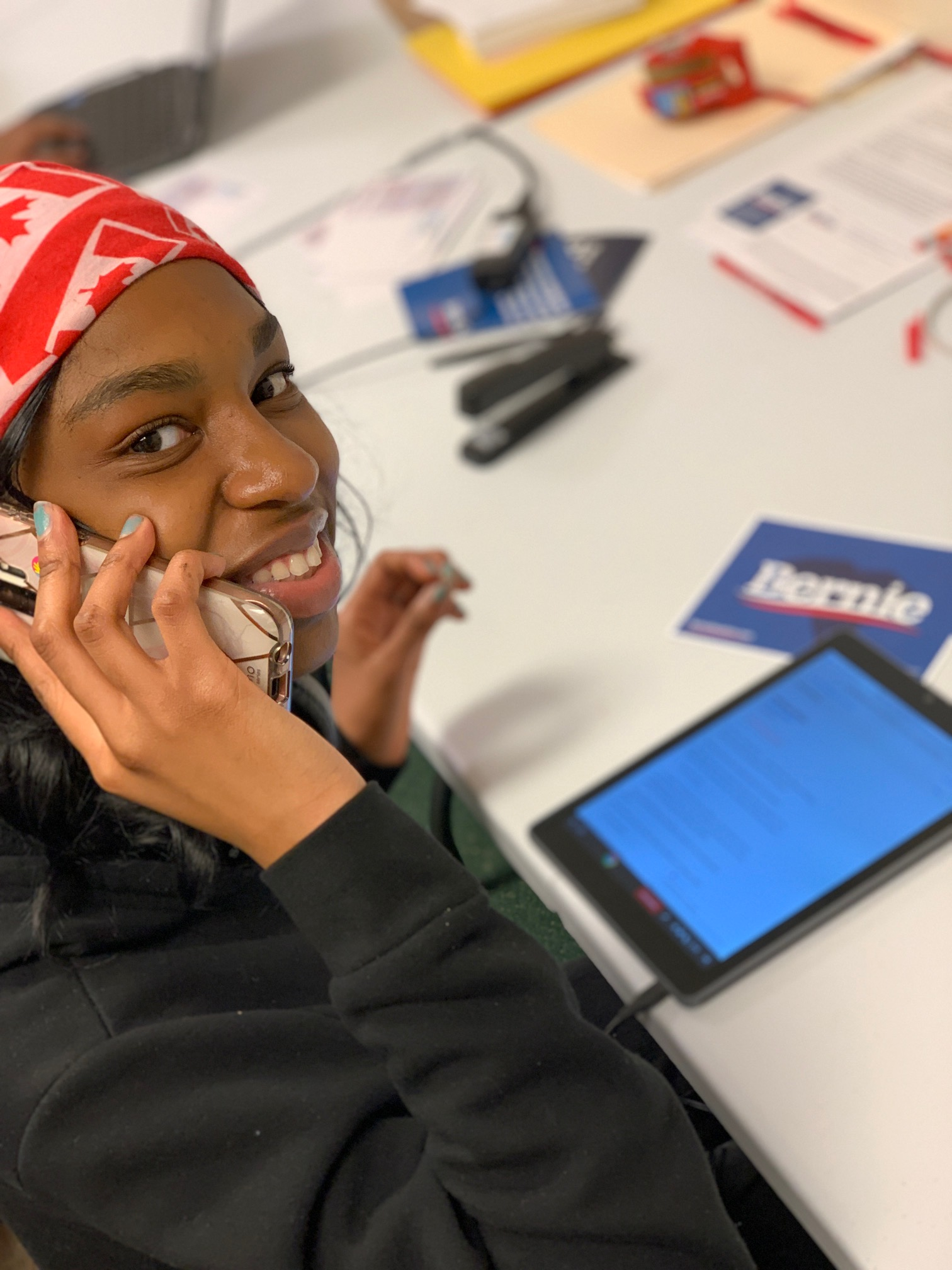 student on phone during SC primary